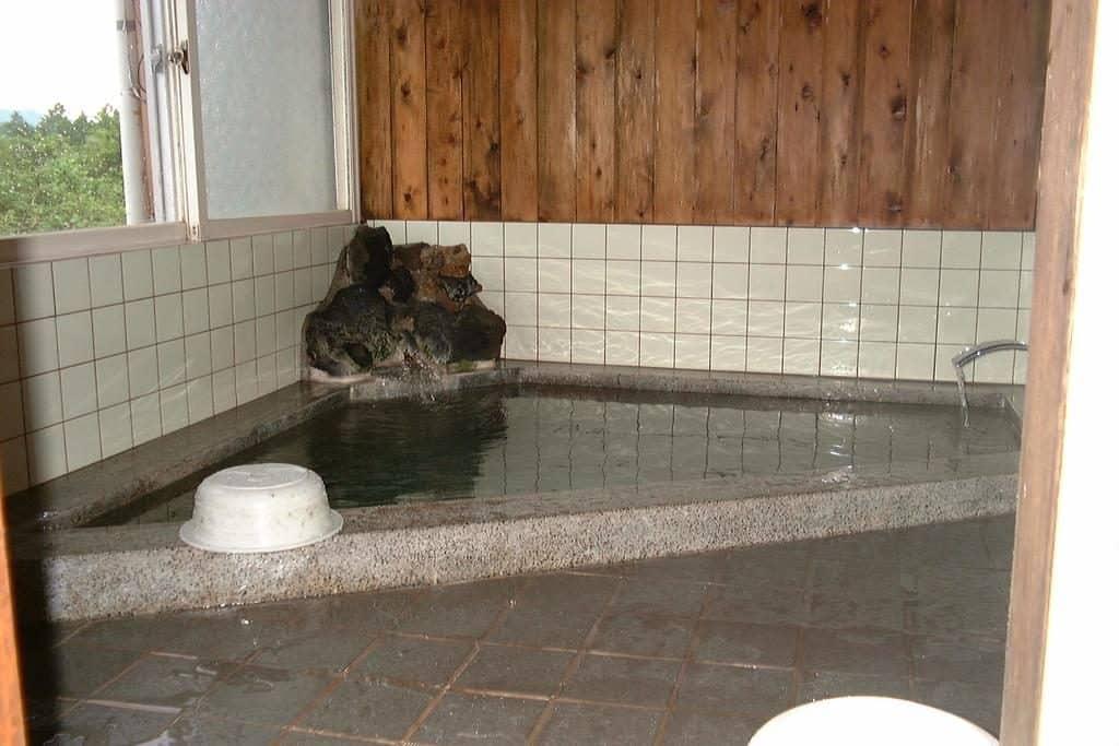 Lodge Amenouo bath